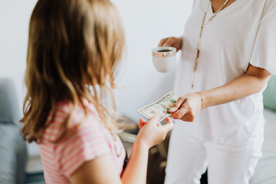 6 Ways to Teach Your Kids About Saving Money